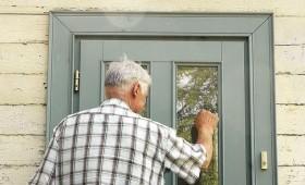 ☂ «Uzmācīgie palīgi» jādzen ārā pa durvīm