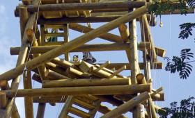 Būvē daudzfunkcionālu koka torni