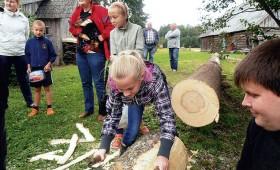 Rūpējas par kokamatniecības tradīcijām