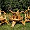 Krēsli no simtgadīgu priežu saknēm