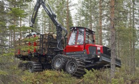 Komatsu nostiprina pozīciju Latvijas mežos!