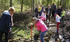 Jaunā paaudze apgūst meža lietas