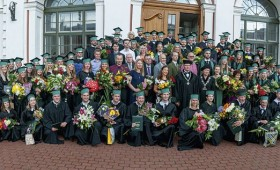 Mežinieku saimei piepulcējas jaunie Meža fakultātes absolventi