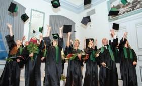 LLU ziemas izlaidumu sēriju noslēdz Meža fakultātes absolventi