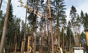 Atklāts Baltijā lielākais tīklu parks un Tērvetes tarzāna parks